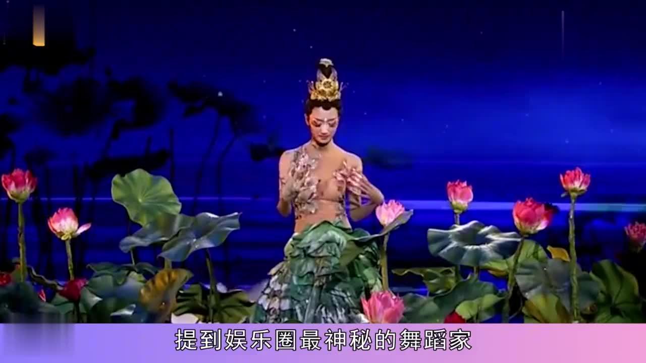 61岁杨丽萍生活是啥样现实版老佛爷生活起居要男助理伺候