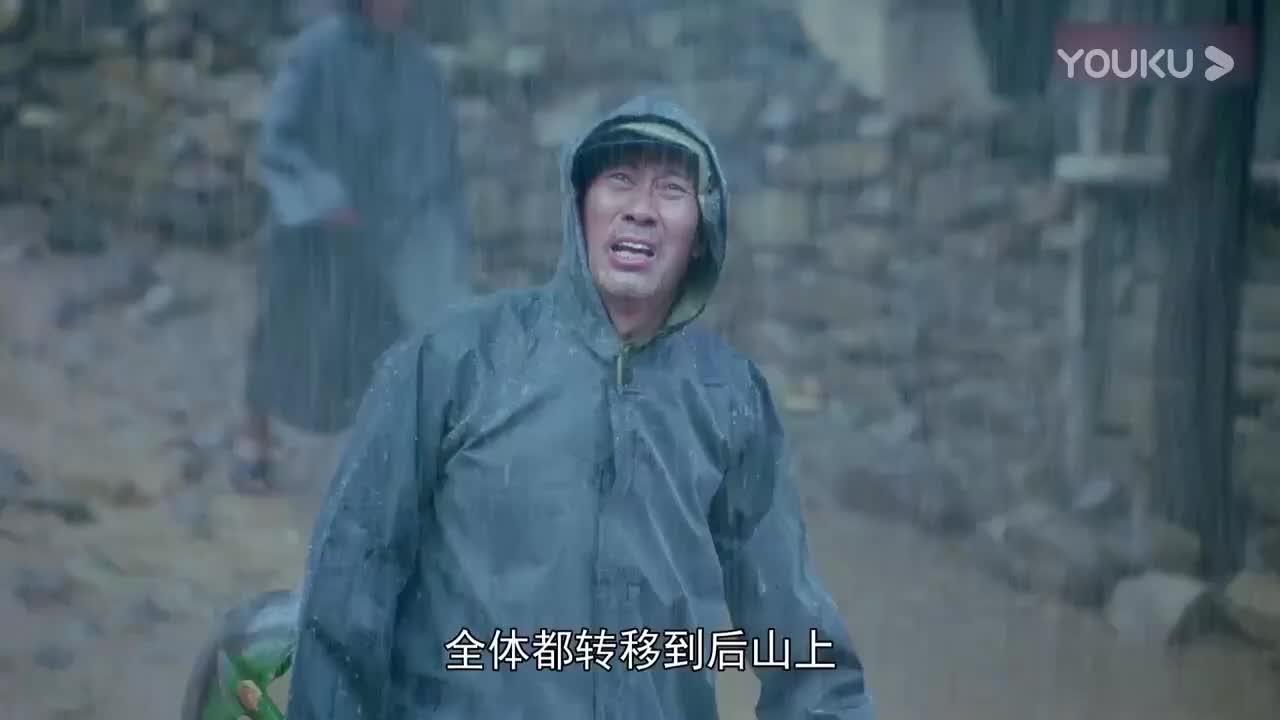 村妇说大坝要塌了,村长嫌她是女人不相信,不料洪水却来了