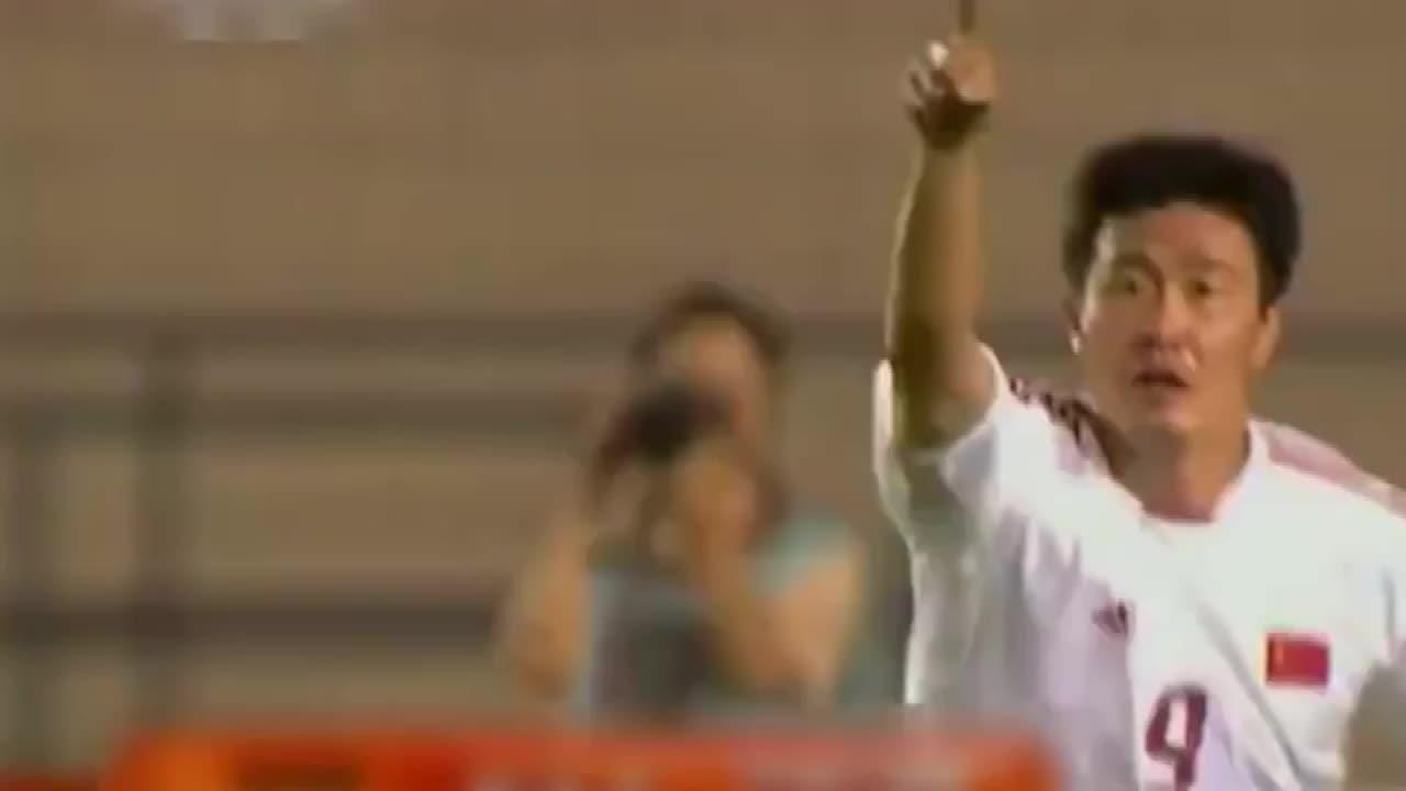 郝海东国家队谢幕进球吊炸天,让因扎吉流泪,教武球王做人