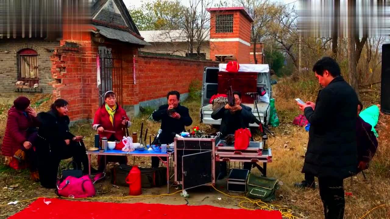 邓州市郑林大师唢呐吹奏传统豫剧,韵味十足非常的生动好听
