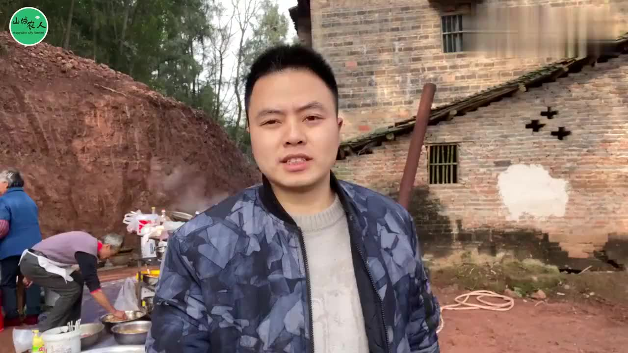 重庆农村坝坝宴村里六十多岁的大厨亲自掌勺看得我口水直流