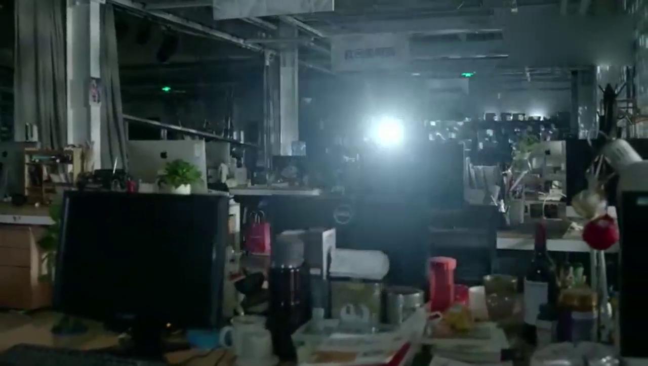 王晓晨独自一人夜侵办公室,没想到意外听到李茂的秘密