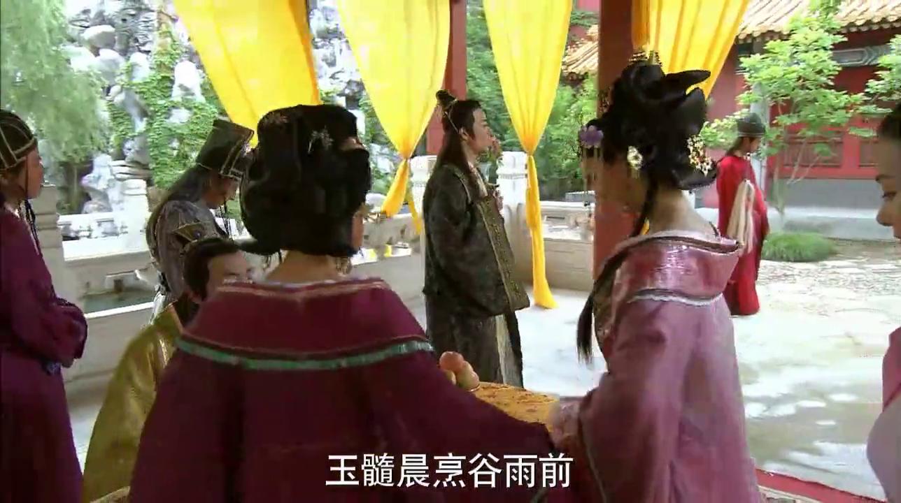 德妃不小心弄湿皇帝衣服,皇后竟罚她陪皇帝换衣服,真大度