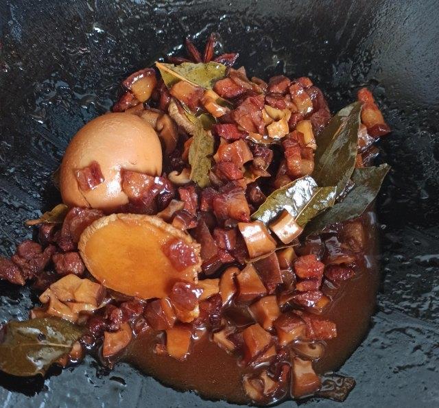 香菇卤肉饭,家常做法简单省事,每次至少吃两碗