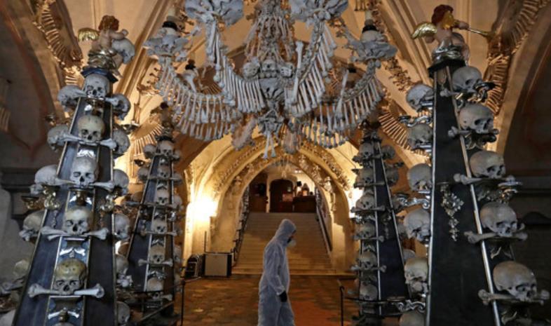 捷克教堂用4万具人骨装饰成网红景点,想拍照要提前3天预约