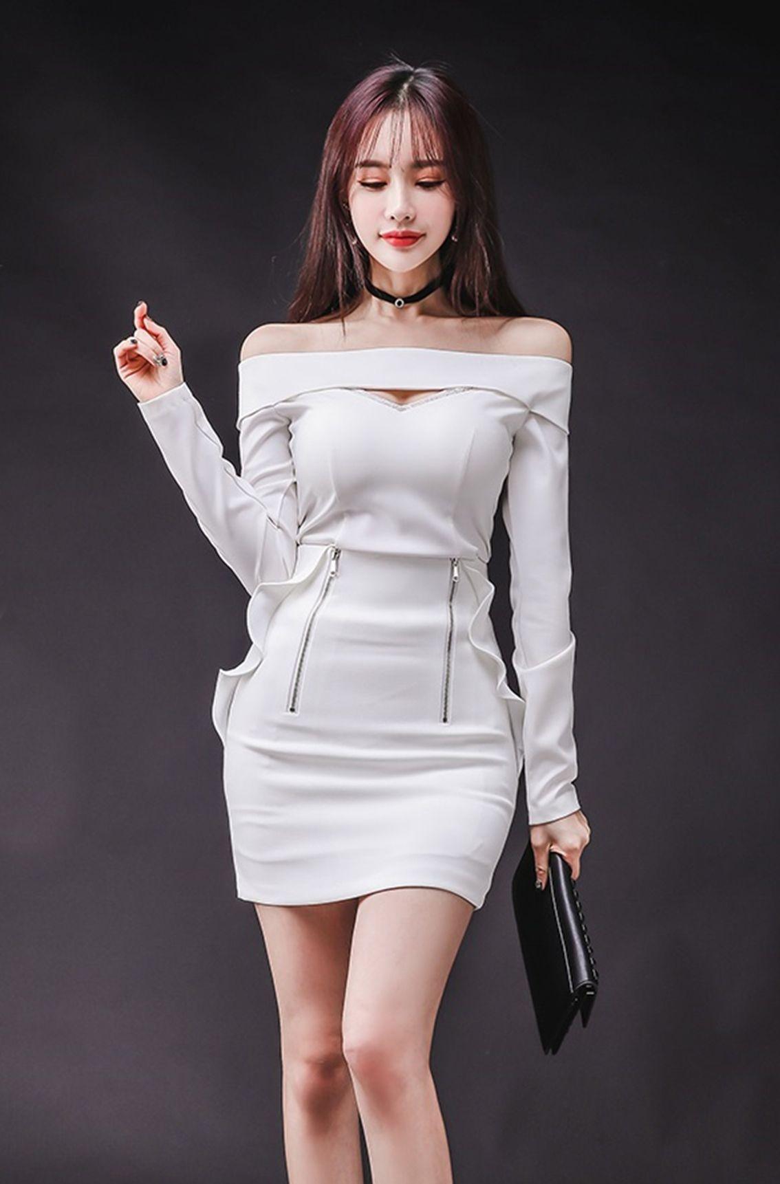 一字肩包臀紧身裙真是抓人眼球的利器,搭配鱼嘴高跟鞋气场十足