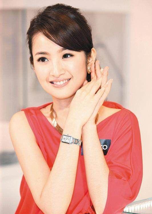林依晨变了很多,以前袁湘琴的样子不见了,现在的她很有女人味