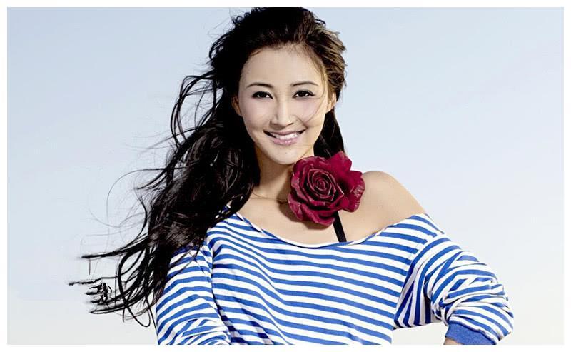 张韵艺晒最新自拍,清新似十八岁少女,获网友怒赞