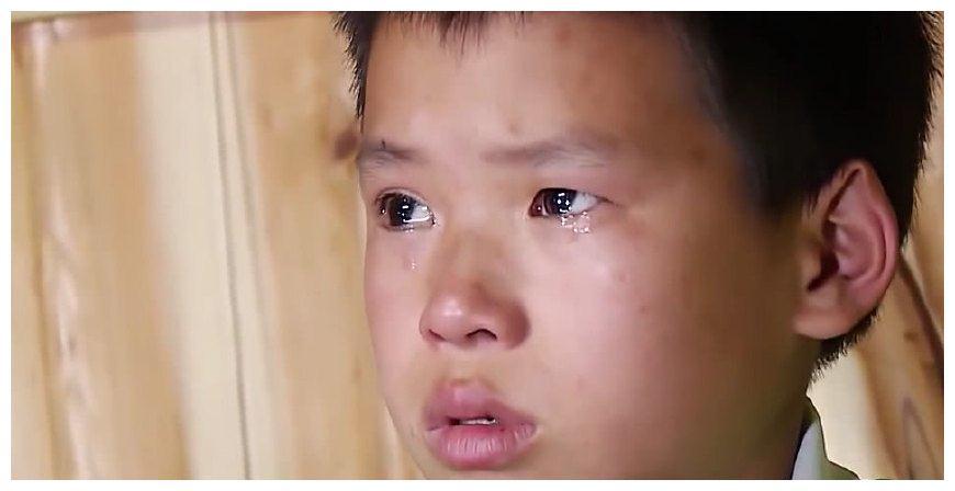 这个11岁农村男孩第一次给爸爸录视频,王迅掉泪,网友哭了!