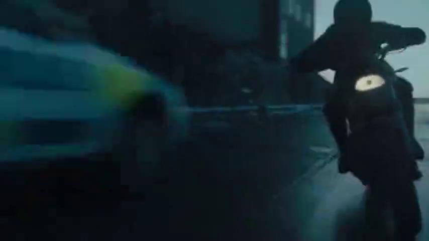 热血沸腾的动作片,女孩冰面骑摩托飙车躲避敌人,全程刺激