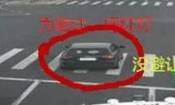 避让救护车闯红灯被记6分,司机觉得委屈,交警回应后网友吵翻