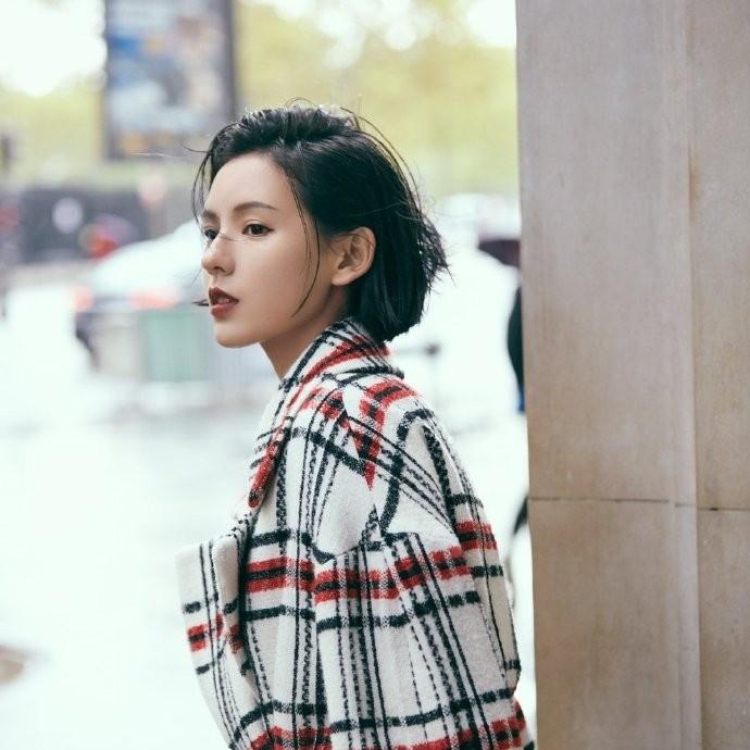 高冷御姐范张予曦魅力性感街拍美女写真