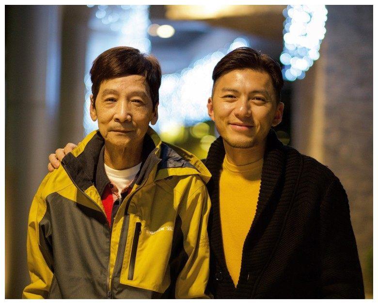 TVB当红小生袁伟豪父亲病逝,深夜泪洒留言:妈妈交给我吧
