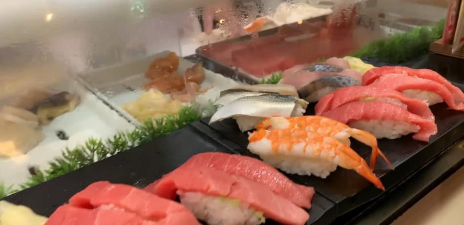 日本人爱吃生鱼片,韩国人爱活章鱼,看到越南人爱吃的没人敢试