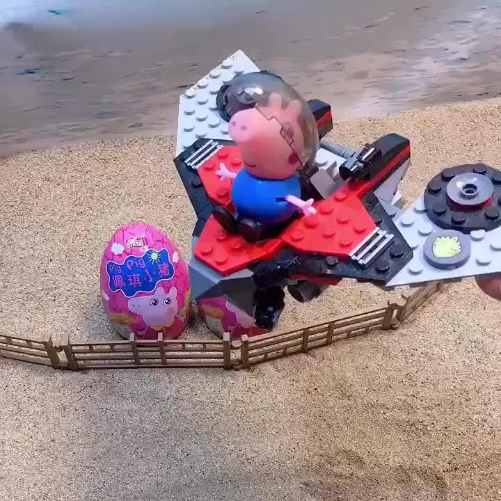 乔治开着飞船出来玩,小朋友们也想玩,乔治主动和大家分享