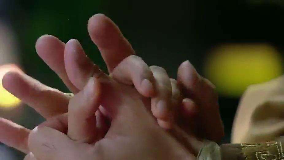 新还珠格格:皇上握住紫薇的手,深情的对她说出一番话