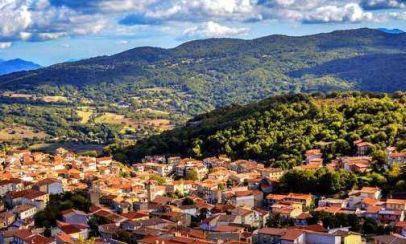 欧洲一个小镇 房子完全是属于白菜价 9元就能买一栋房子