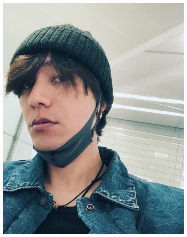 陈坤现身机场,粉丝说陈坤把感冒传染给她!