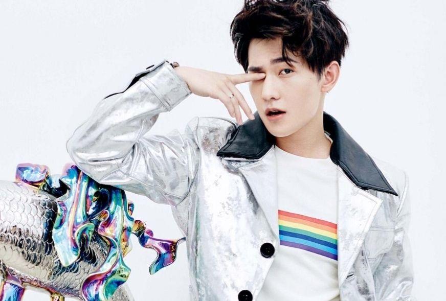 杨洋帅气穿搭,俊朗有型,你喜欢他的哪种风格?