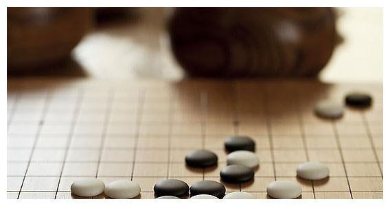 五子棋比赛中怎样确定哪方先走?你知道答案吗~