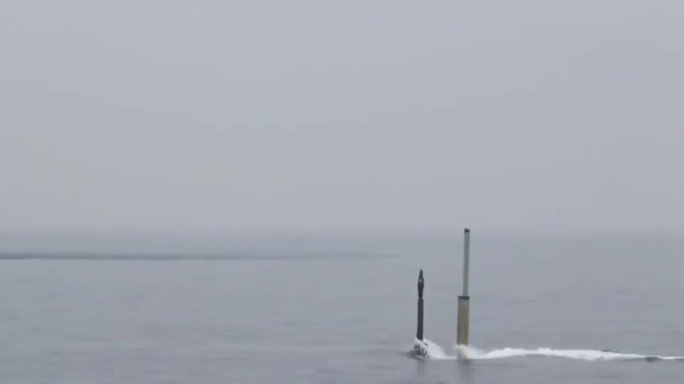 日本苍龙级潜艇紧急上浮训练还是核潜艇比较霸气