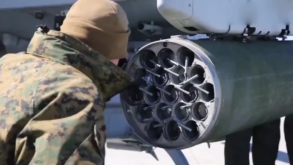 武装直升机火箭筒特写怪不得是坦克杀手