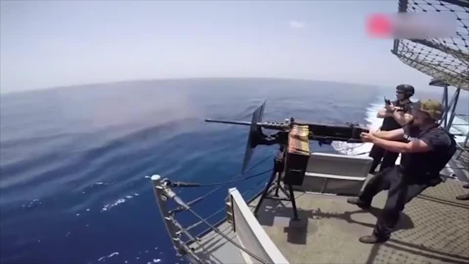 美军海上举行M2褐变和M2HB军事演习打击海盗效率很高