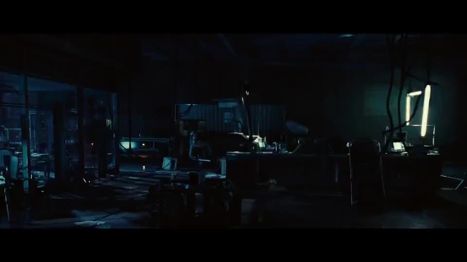 爱丽丝走进实验室发现科研人员全死还看到自己克隆体