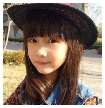 """娱乐圈的人都在等赵薇""""女儿""""纪姿含长大?刘楚恬更值得期待?"""