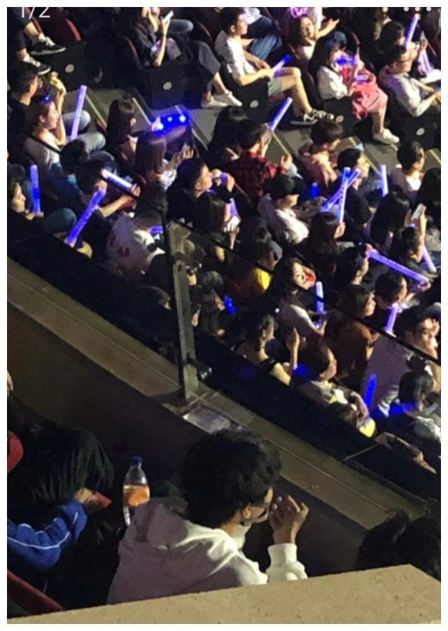 王俊凯给粉丝放大招,三个福利一起来,还给了粉丝一个特权!