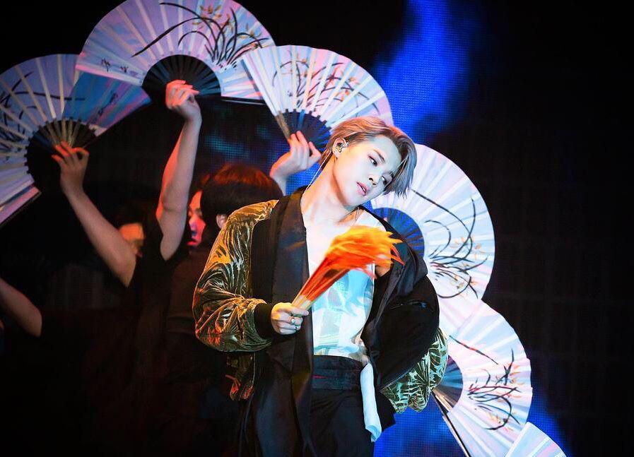 防弹少年团:朴智旻获得非物质文化遗产扇子舞保存协会感谢牌啦!