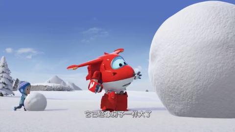 超级飞侠:巨型雪球滚到小镇上,还误伤了工作的邮递员叔叔