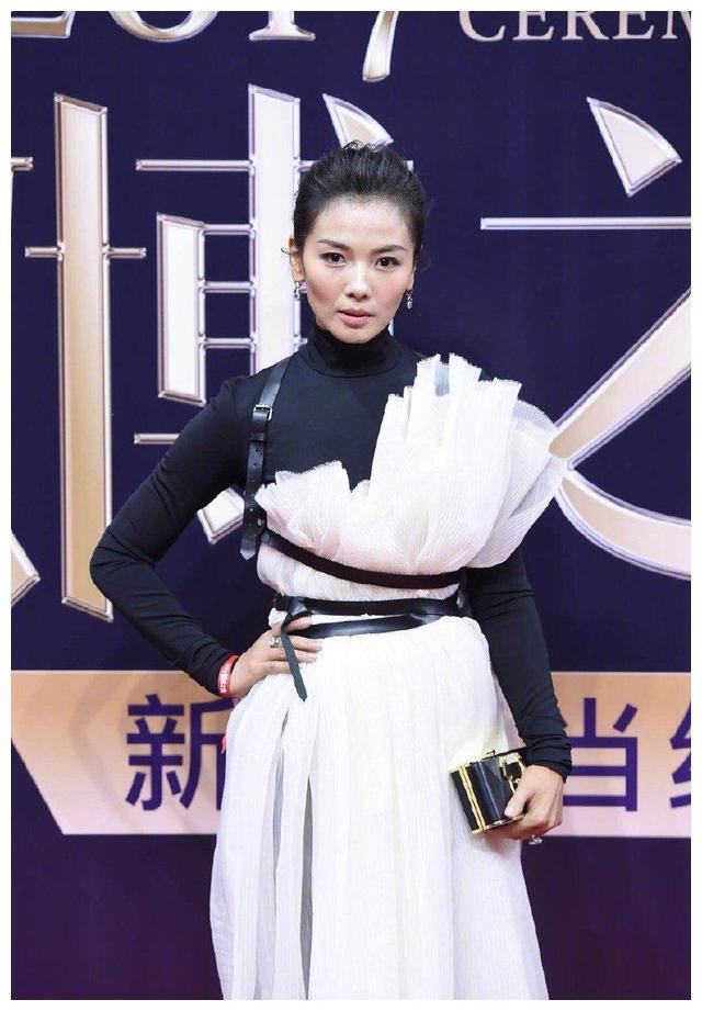 刘涛蔡少芬太阳穴凹陷颧骨高脸型缺陷,属于最不耐老的脸型