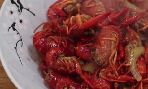 十三香小龙虾的做法,大厨教你秘制方法,不用加水,虾肉劲道Q弹