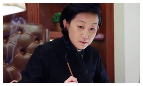 同是64年女演员,何晴老了我信,陈谨老了我信,说她老了我不信