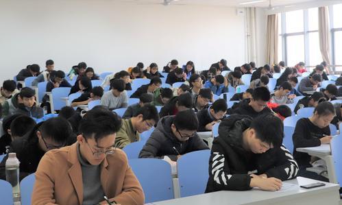 大学英语四六级考试结束,成绩将于8月份公布,考过后好处多多