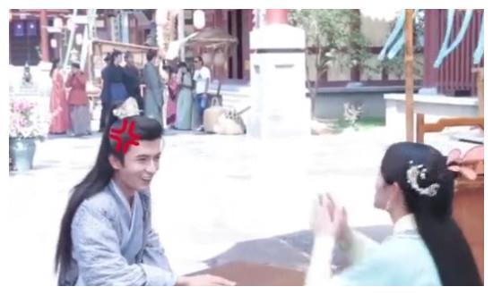 《芸汐传》米热对鞠婧祎生气拍桌,对媒体说:今天素颜不要拍我!