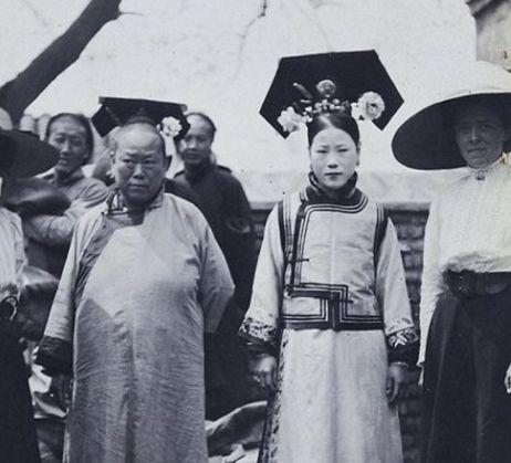 摄影师拍下的老照片:图2郎平很羞涩,最后一张是年轻的倪萍!