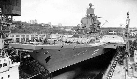 """命途多舛的海上巨兽:前苏联海军基辅级航母""""巴库""""号"""