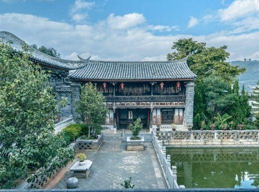 建水文庙位于建水县城西北隅,一般在南门进入,正对孔子文化广场