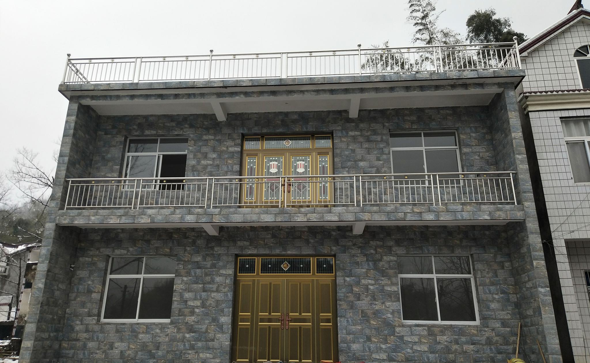 农村自建房建成后张贴对联和福字的效果