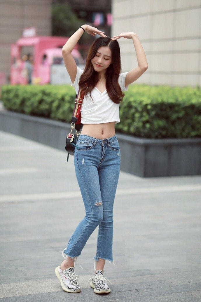 街拍:美女,简单精致美丽,性感时尚休闲简约中凸显时尚