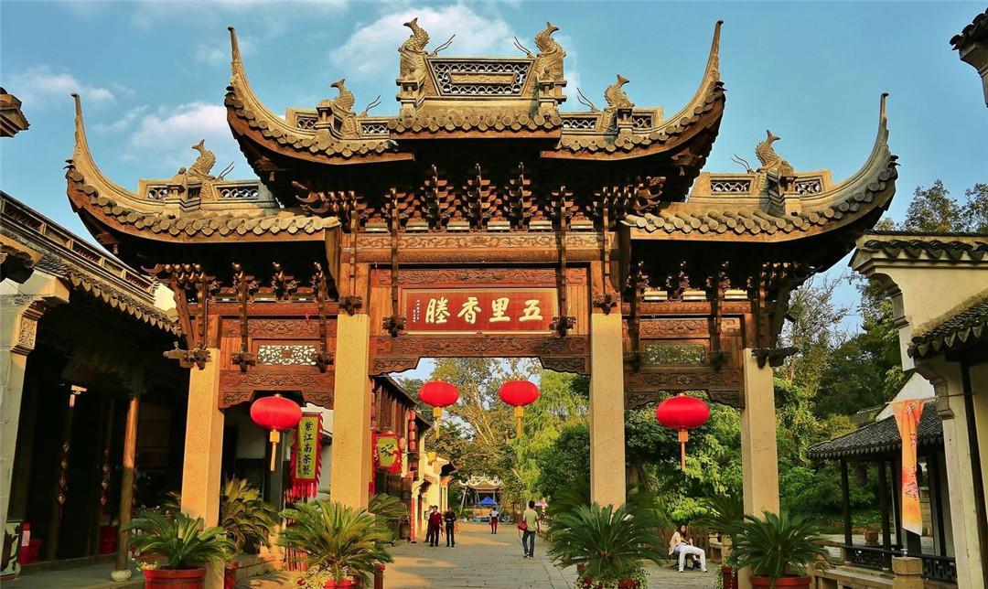 无锡惠山古镇,古镇内历史建筑众多,游人还可参观泥人博物馆