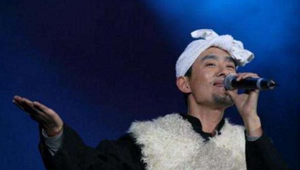 他被批假扮农民上《星光大道》,一夜成名在北京买豪宅豪车!