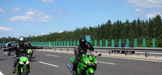 从9月1日起,摩托车真的能上高速公路吗?