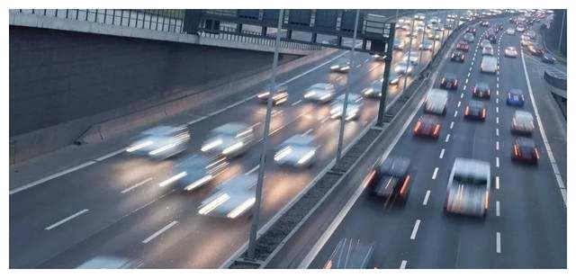 电动汽车害怕上高速百公里加速成最大骗局!