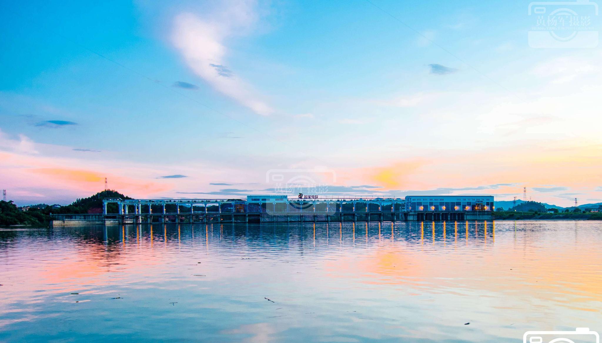 于都县跃州水电站水天一色的美丽傍晚