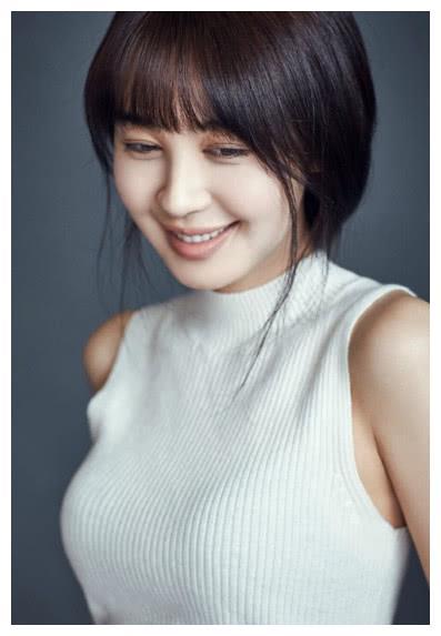 节目组要求素颜,杨超越戴美瞳,吴映洁也在抹唇彩,而她最真诚!