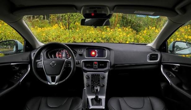 沃尔沃V40,搭载8个安全气囊,价格有较大优惠