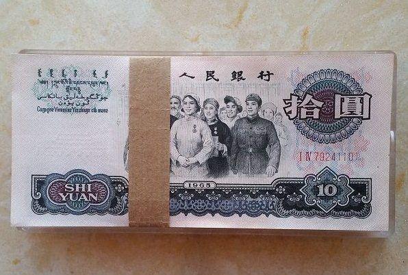 同事在老家发现的一些旧版人民币和银元,不知道有没有收藏价值